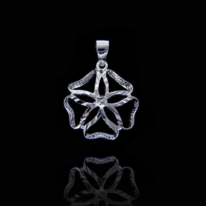 Minimalist Style Plain Silver Pendant Four Leaves Clover Shape With Lucky Meaning