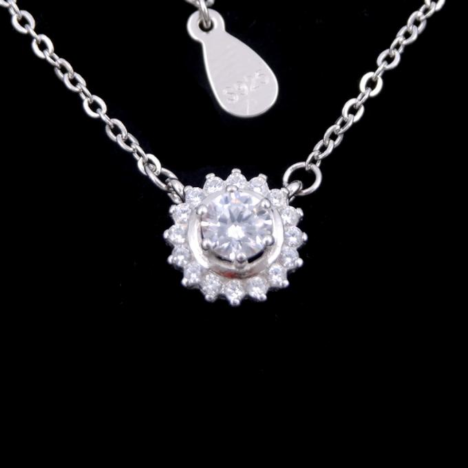 Romantic Cute Accessory Silver Cubic Zirconia Necklace For Girls / Silver 925 Daisy Chain Necklace With Leaves