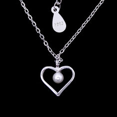 China Minimalist Style Heart Shaped Necklace / 925 Silver Jewellery Pearl Chain Necklace factory