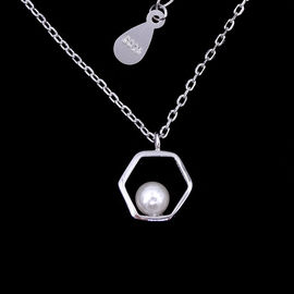 China Hexagon Shape Silver Pearl Necklace Elegant 925 Silver For Young Lady factory