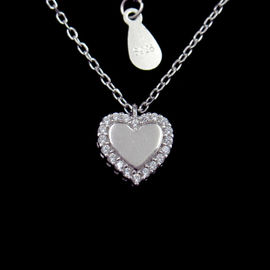 China OEM Sterling Silver Pendant Necklace / Cubic Zirconia Heart Necklace factory