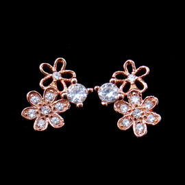 China Beautiful 925 Silver Gold Plated Earrings , Flower Pearl Earrings Stud factory