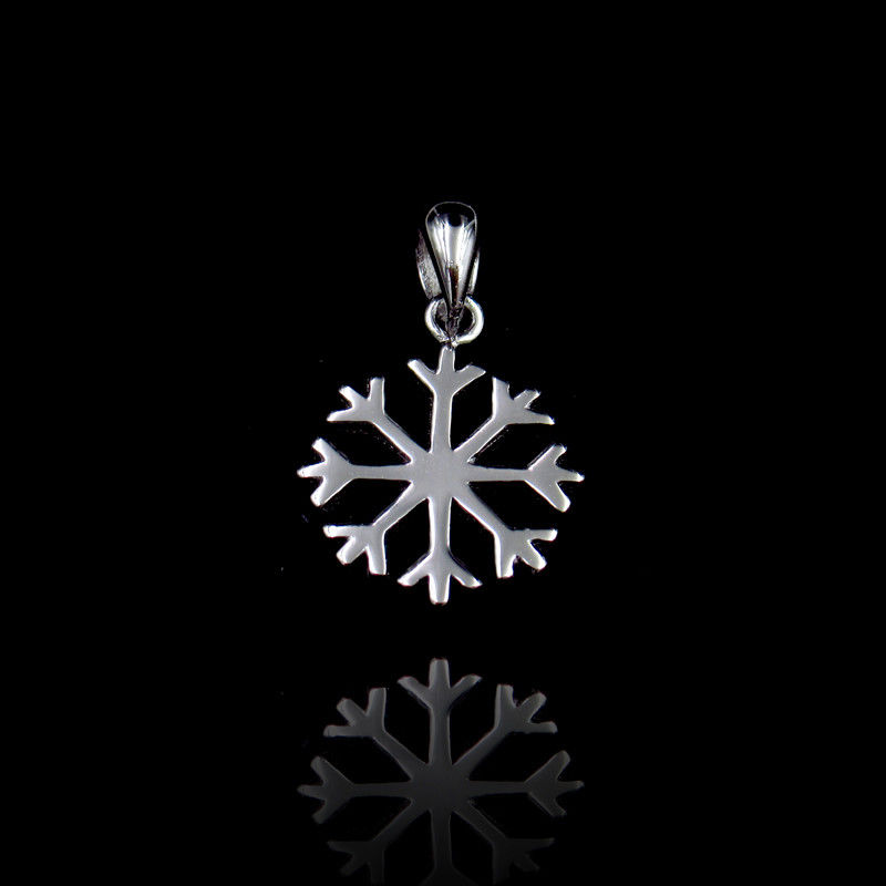 Vintage Jewelry Plain Silver Pendant Winter Snowflake Shape For Christmas supplier