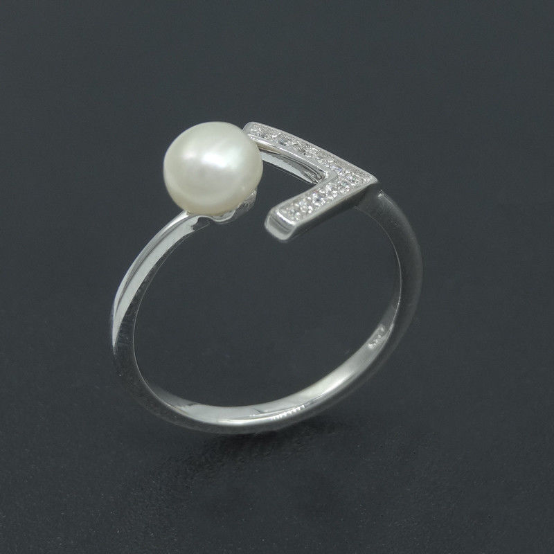 Freshwater Pearl Engagement Rings Jewellery With V Shape Blank Design supplier